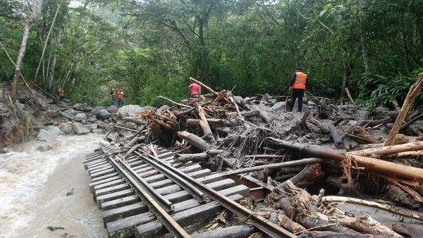 Suspenden operaciones en la vía férrea Machu Picchu - Hidroeléctrica por derrumbe (FOTOS)