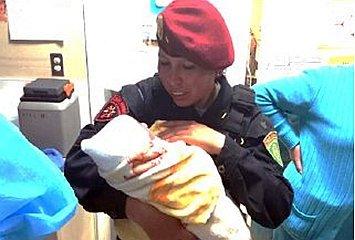 Abandonan a recién nacida en baño de colegio en Cusco