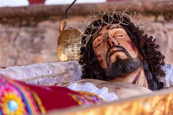 Antigua imagen del Señor del Santo Sepulcro fue entregada restaurada en Cusco