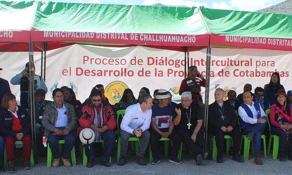 Las Bambas: pifiaron a congresista Dalmiro Palomino durante diálogo en Challhuahuacho