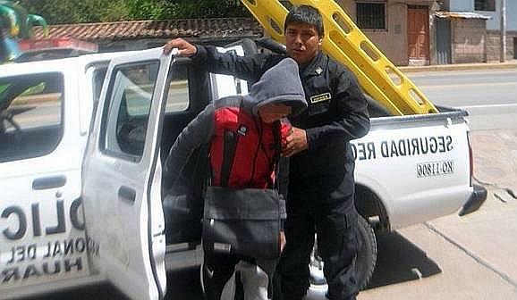 Padre de familia atrapa y lleva a la comisaría a menores que acosaron a su hija