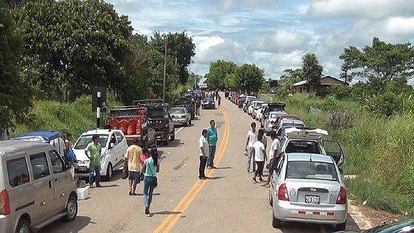 Puno: Comuneros cocaleros bloquean tramo de Carretera Interocéanica (VIDEO)