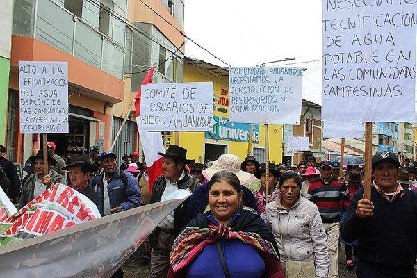 Miles de regantes marcharon por las calles de Abancay
