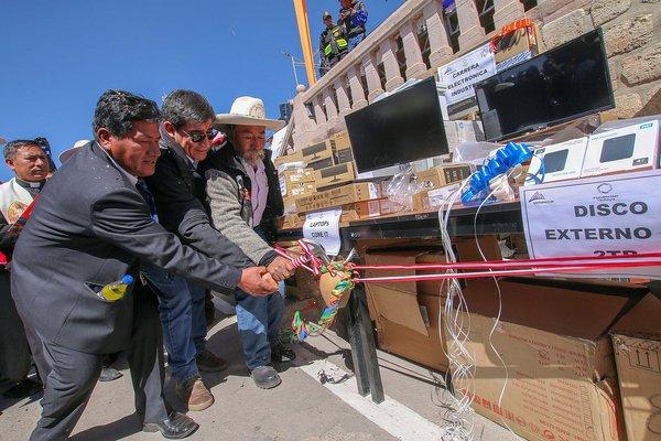 Entregan 86 millones de soles para obras y proyectos en Espinar (FOTOS)