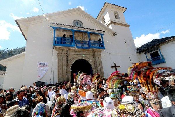 Miles de cusqueños y turistas se concentran en Paucartambo para la Fiesta de la Virgen del Carmen (FOTOS)