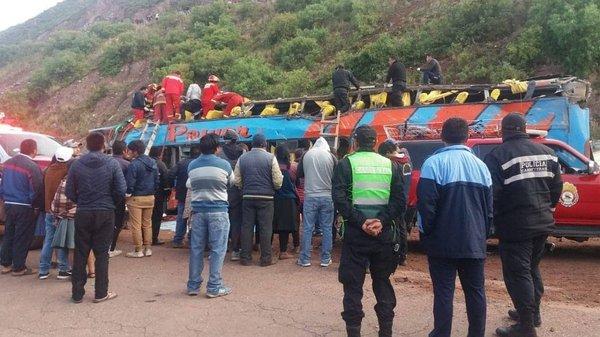 Accidente de bus de promoción en Cusco: A 8 se eleva el número de fallecidos