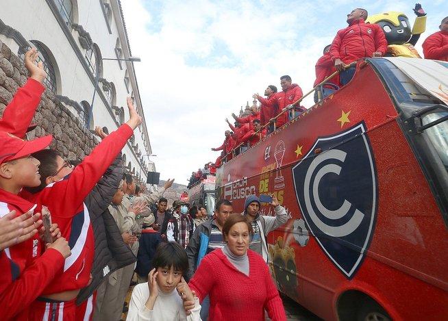 Cusco sigue de fiesta: Cienciano recibe homenaje y baño de popularidad (FOTOS)