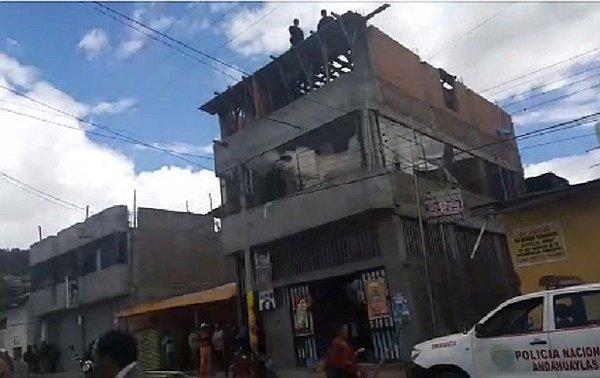 Obrero muere electrocutado en tercer piso de vivienda en construcción