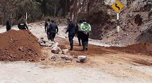 Comunera y policía resultan heridos tras enfrentamiento en el Corredor Minero del Sur